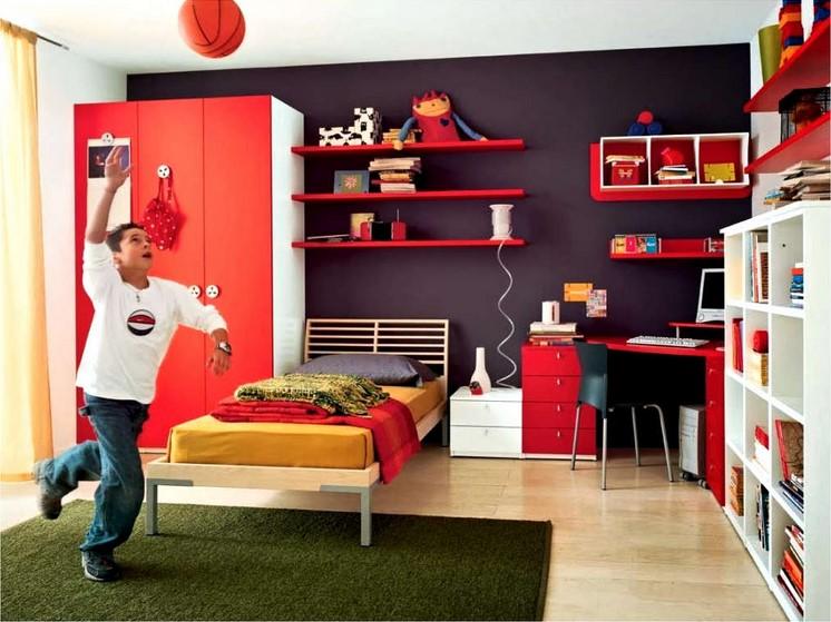 Cat Kamar Tidur Minimalis Laki-Laki Warna Merah