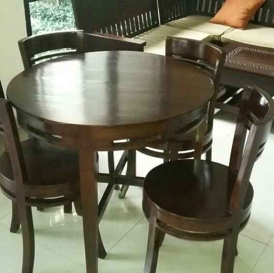 Meja Makan Bundar Kayu