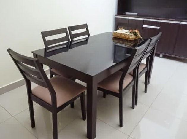 Meja Makan Kaca Modern