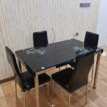 Meja Makan Kaca Sederhana