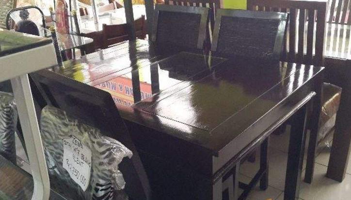 Meja Makan Kayu Akasia