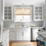 Model Lemari Kaca Perabot Dapur