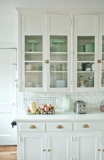 Model Lemari Kaca Peralatan Dapur