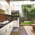 Dapur Minimalis Terbuka Outdoor Dengan Taman