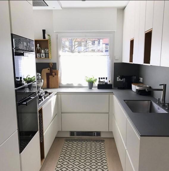 Dapur Minimalis Ukuran 2x2 Dengan Pencahayaan Yang Pas