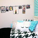 Dekorasi Kamar Tidur Dengan Foto Polaroid