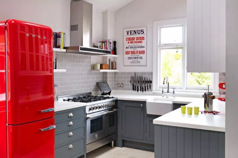 Desain Dapur Minimalis Ukuran 2x3 Dengan Permainan Warna
