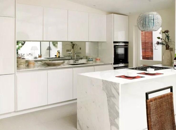 Desain Dapur Sempit Dengan Cermin