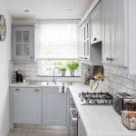 Desain Dapur Sempit Minimalis Dengan Jendela