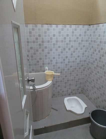 Desain Kamar Mandi Minimalis Kloset Jongkok Shower