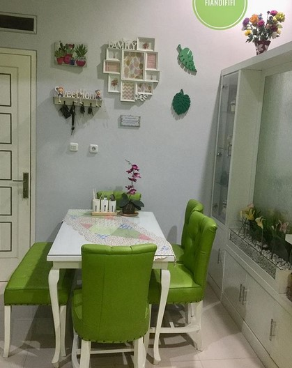 Desain Ruang Makan Kecil Sederhana
