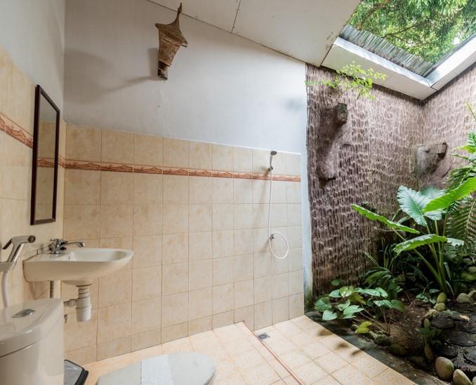 Kamar Mandi Alam Sederhana'