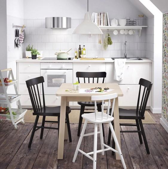 Ruang Makan Terbuka Sederhana