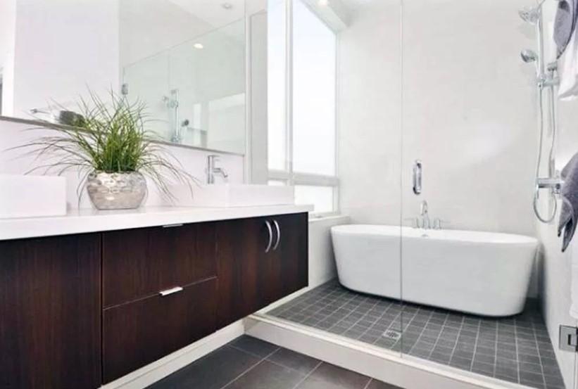 Desain Kamar Mandi Hotel dengan Bathup Spa