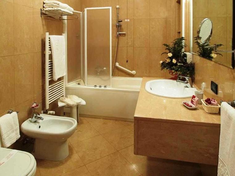 Desain Kamar Mandi Hotel yang Elegan
