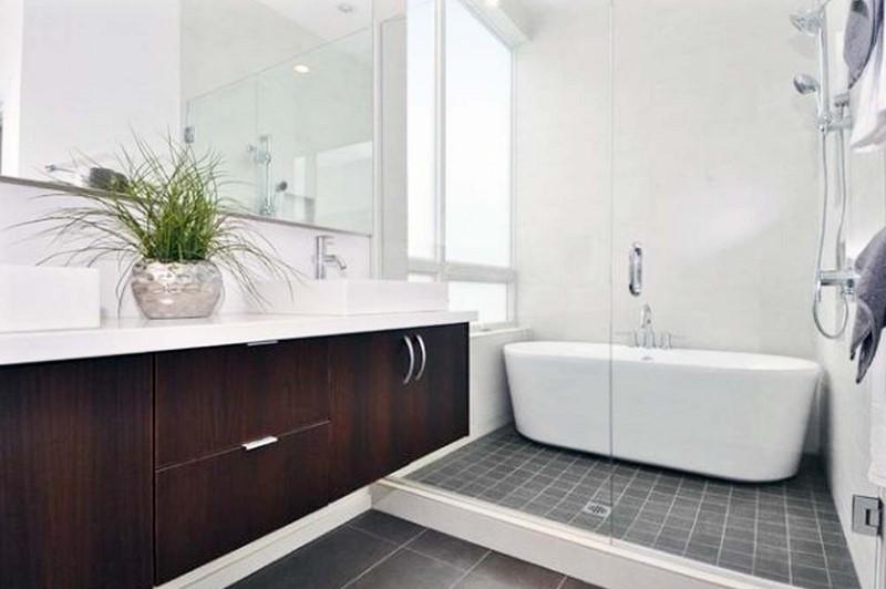 Kamar Mandi Sederhana Dengan Bathtub