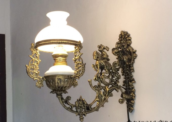 Contoh Lampu Hias Dinding Classic
