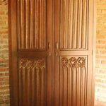 Desain Lemari Pakaian Dua Pintu Ukiran Mewah