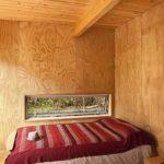Desain Kamar Tidur Unik dengan Ornamen Kayu