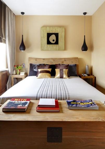 Desain Kamar Tidur Utama dengan Dekorasi Koleksi Barang Pribadi