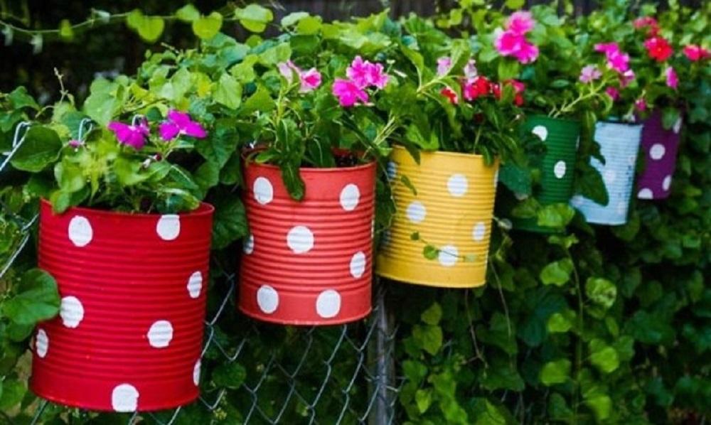 Dekorasi Pot Bunga dari Barang Bekas