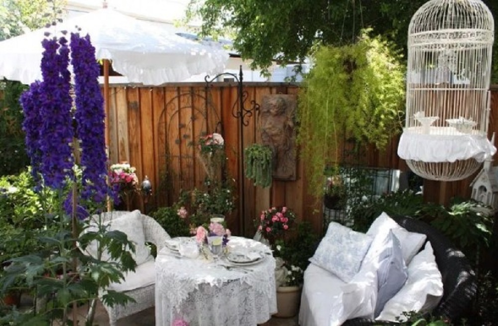 Dekorasi Taman Ala Shabby Chic yang Serba Romantis