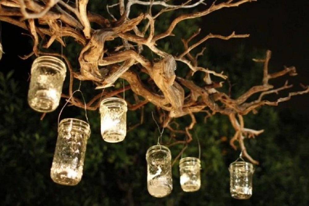 Dekorasi Taman Berupa Lilin-lilin Cantik
