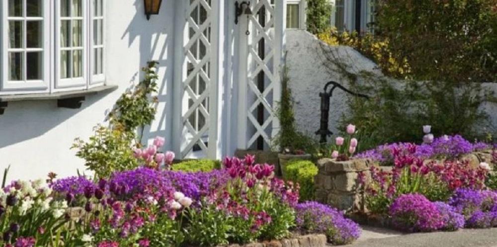 Dekorasi Taman Depan Rumah Sederhana namun Cantik