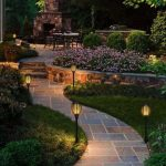 Dekorasi Taman dengan Lampu yang Cantik