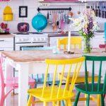 Dekorasi rumah minimalis yang apik dengan kabinet warna warni