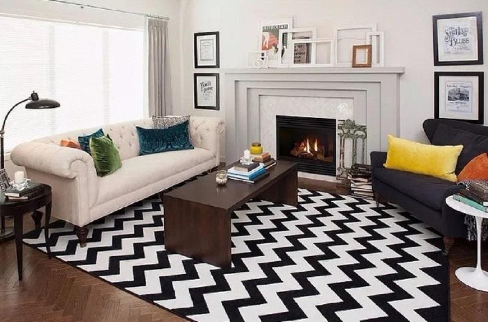 Gunakan karpet bermotif besar sebagai dekorasi rumah minimalis sederhana
