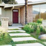 Jalan Setapak Sebagai Dekorasi Taman Depan Rumah