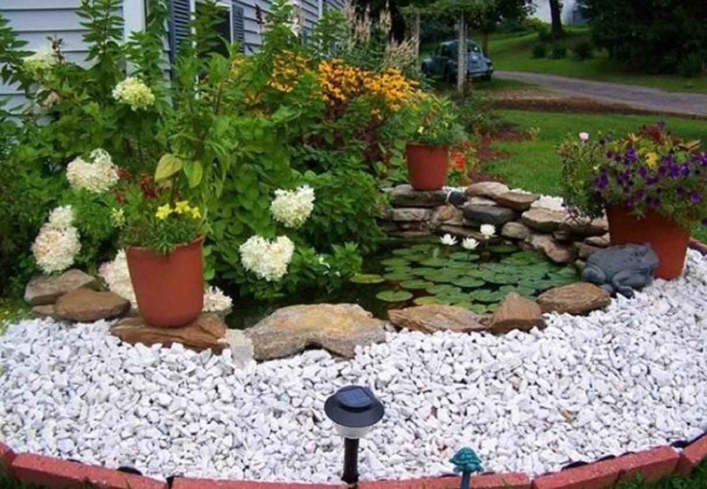 Kolam Mini di Taman Depan Rumah