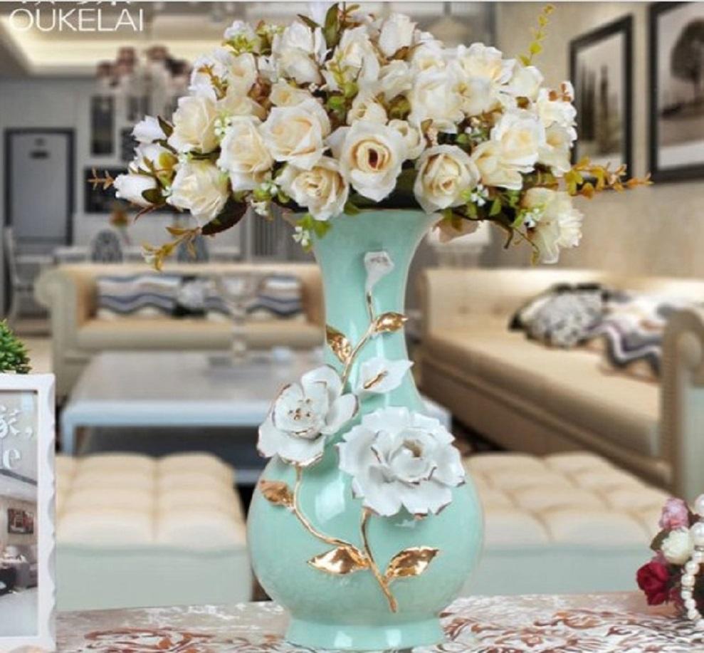 Vas bunga dengan sentuhan warna pastel