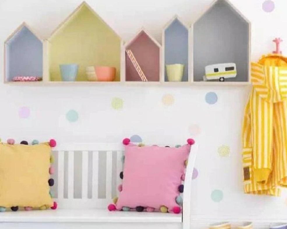 rak dinding berwarna pastel