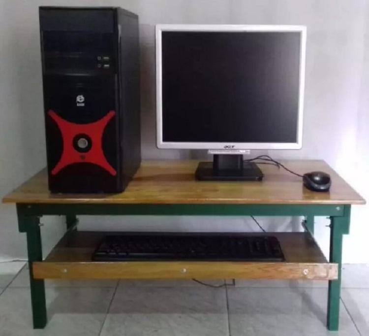 Meja Komputer Lesehan Portable