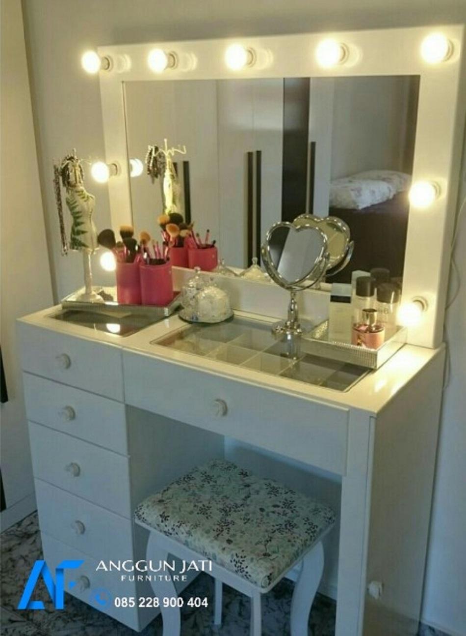 Meja Rias Lampu Cermin Minimalis