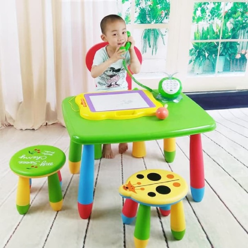 Set Meja Belajar dan Kursi Plastik Multi Colour