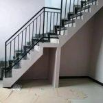 Balkon railing tangga besi minimalis