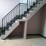 Balkon railing tangga minimalis
