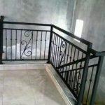Balkon tangga dan railing tangga Besi minimalis