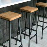 Kursi Bar Rangka Besi Kombinasi Kayu Jati Belanda