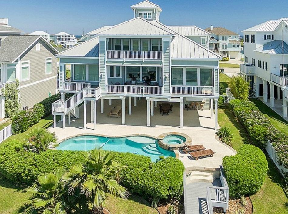 Rumah Mewah 3 Lantai Dengan Kolam Renang