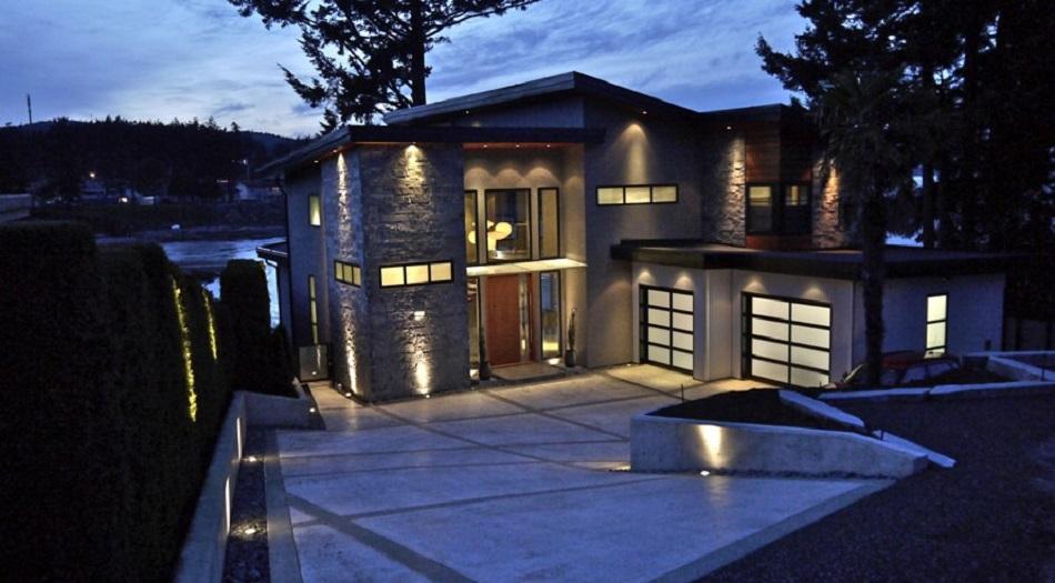 Rumah Mewah Angker