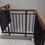 railing tangga dengan handgrip kayu