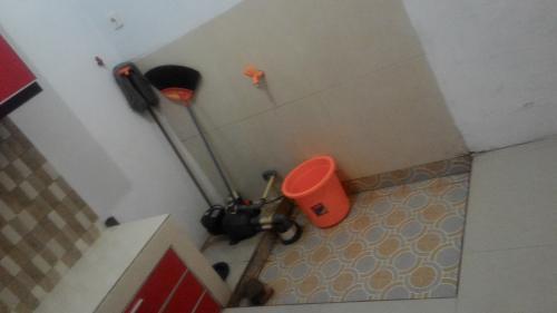 Tempat Cuci Piring di Lantai