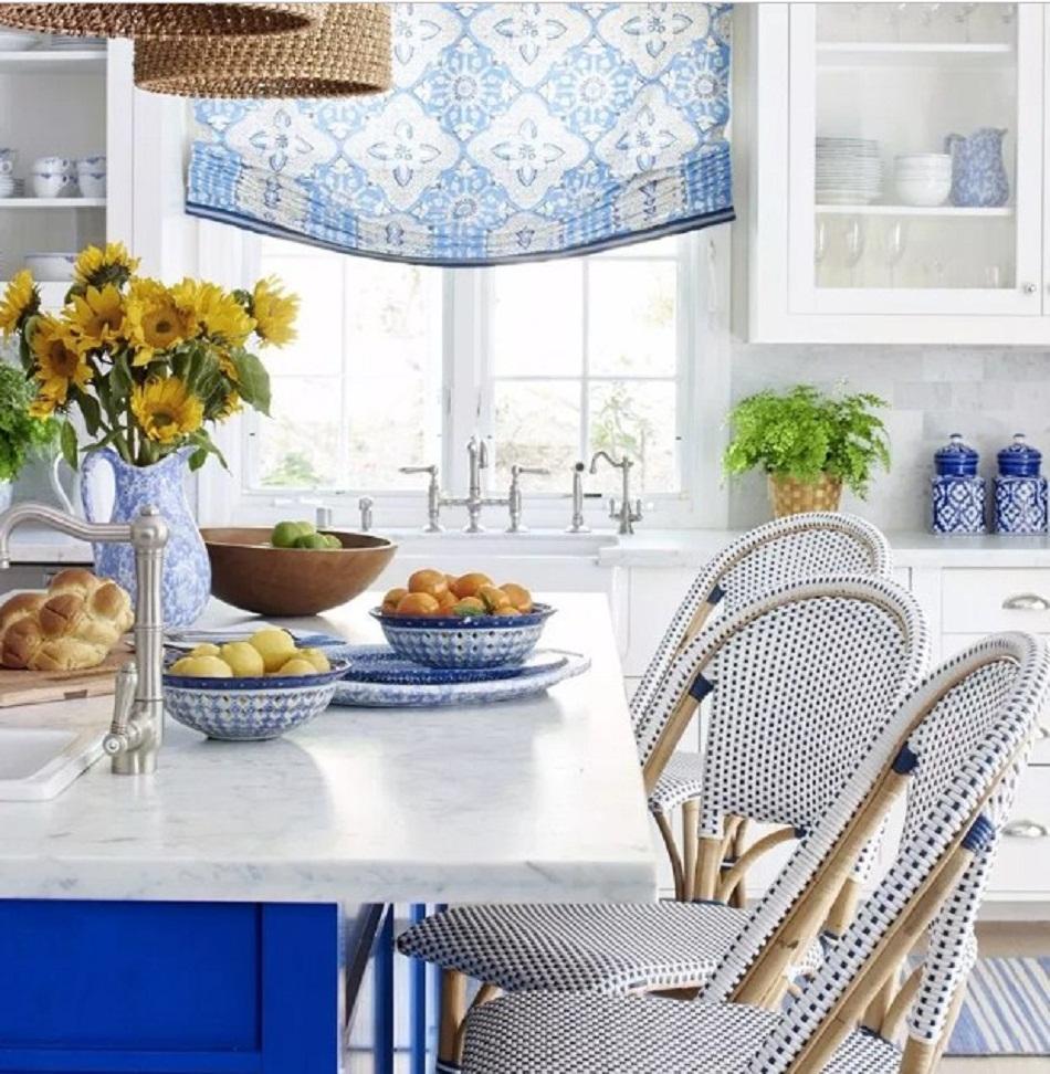 Warna biru motif batik