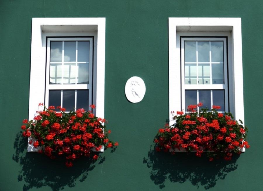 Jendela Depan Rumah