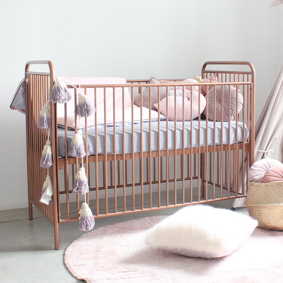 Tempat Tidur Bayi Besi