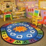 Area Kelas Penuh Warna dan Perabot Unik
